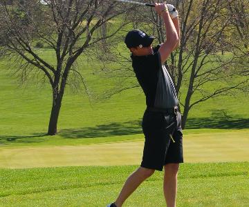 Boys' Trojan Golf Holds Varsity Qualifier