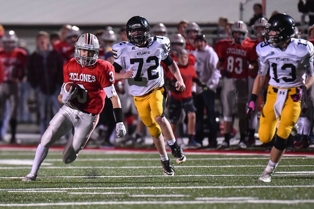 Siedlik%2C+number+72%2C+played+offensive+line+and+line+backer+in+football.+