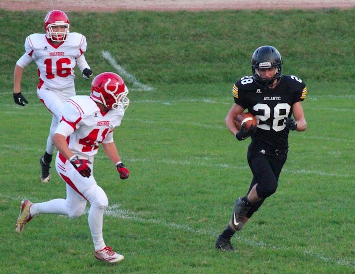 Senior+Damon+Miller+looks+for+yardage+as+he+carries+the+ball+in+a+game+against+DC-G+last+season.