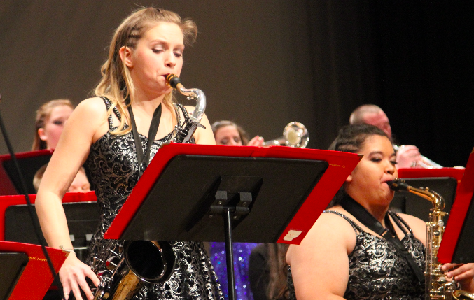 UPTOWN+FUNK-Senior+Trinity+Zynda+plays+the+tenor+sax+at+Swing+Inn.+This+was+Zynda%27s+first%28and+last%29+year+in+jazz+band+and+show+choir+at+AHS.+