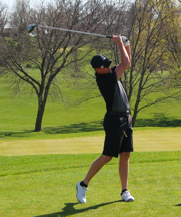 Boys' Trojan Golf Holds Varsity Qualifier
