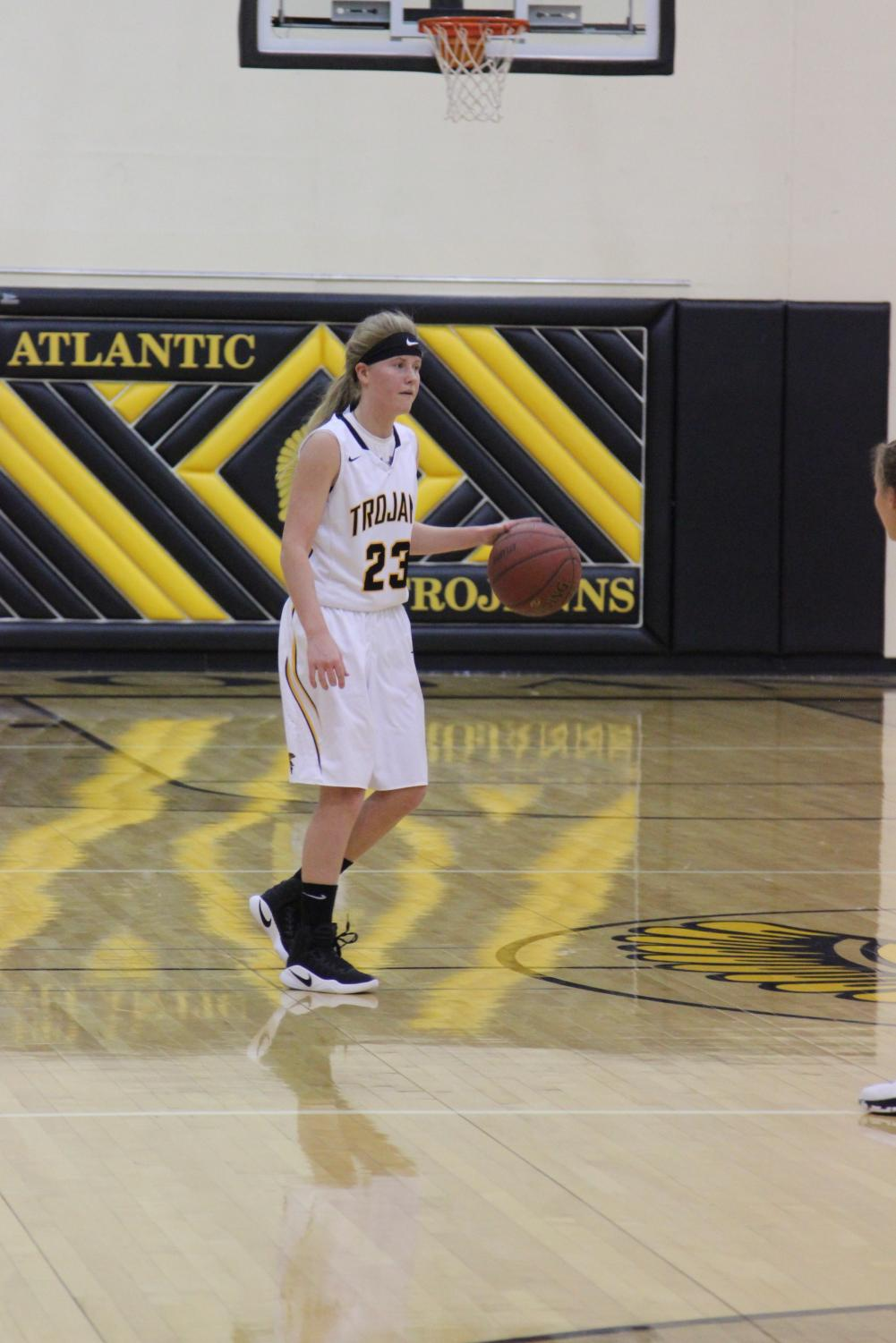 Junior Baylee Newell dribbles the ball up the court last season against the Glenwood Rams.