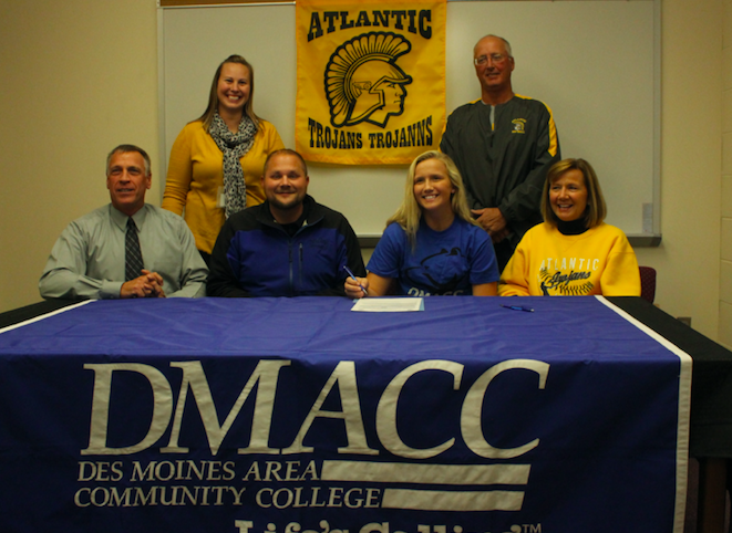 Ally+Anderson+signs+her+letter+of+intent+to+play+softball+at+DMACC.%0APhoto+Credit%3A+Kylie+Proehl