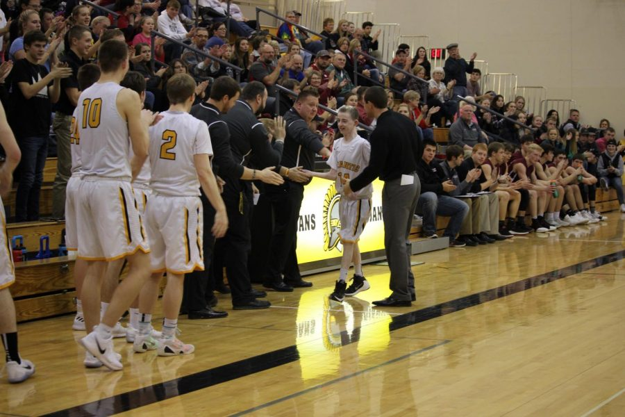 Cole Jipsen exits the game as coaches and players congratulate him. Picture credit: Hannah Alff