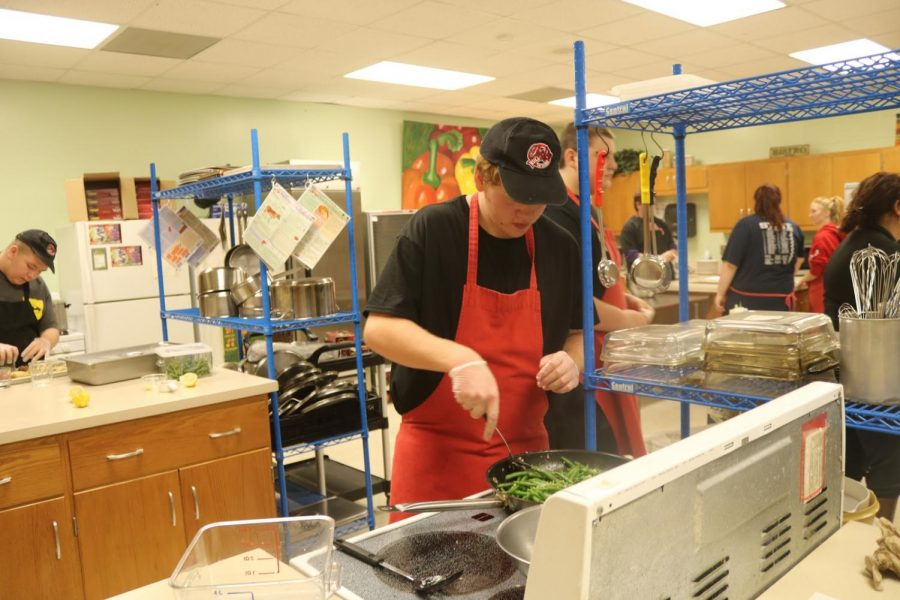 CRUNCH+TIME+-+Junior+Christian+Clausen+tends+to+vegetables+that+are+part+of+the+recipe+for+Trojan+Diner.+The+Diner+is+held+a+total+8+times+throughout+the+school+year.+Students+in+Foods+2+pick%2C+plan+and+prepare+the+first+four+meals%2C+while+students+in+International+Cuisine+are+in+charge+of+the+final+four.+