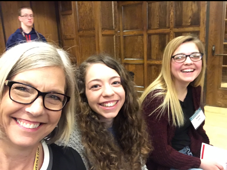 ALL+SMILES+-+Journalism+advisor+Allison+Berryhill+sits+with+two+of+her+JP+students%2C+sophomores+Grace+Bruckner+and+Kelsie+Siedlik+during+the+conference.+