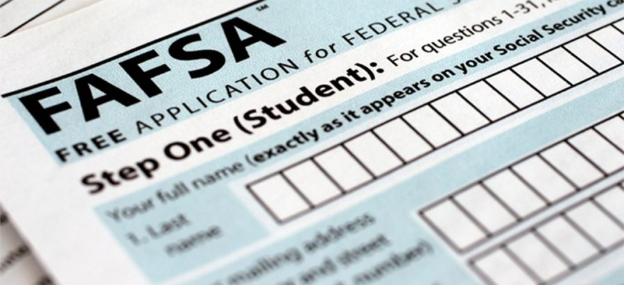 Seniors%2C+fill+out+the+FAFSA+as+soon+as+possible.