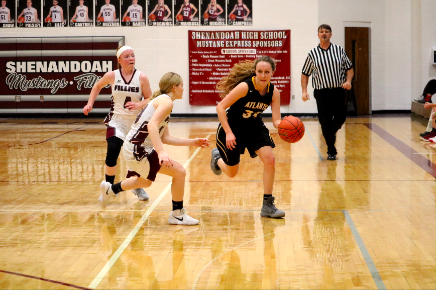 Kenzie+Waters+dribbles+the+ball+to+try+to+drive+to+the+paint.+Waters+has+been+on+the+varsity+team+since+her+freshman+year.
