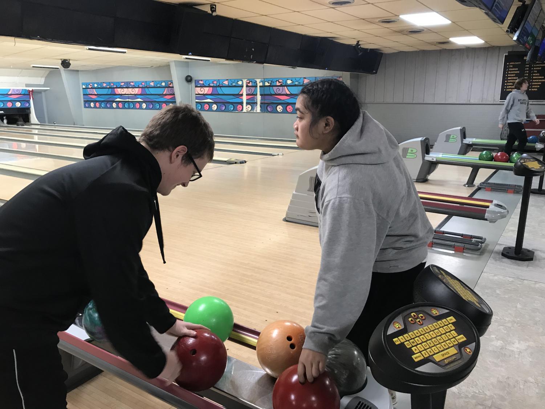 Senior McCade Stillian and sophomore Brianna Buliche prepare to bowl. Both students are a part of Mr. Larson's third period P.E. class.