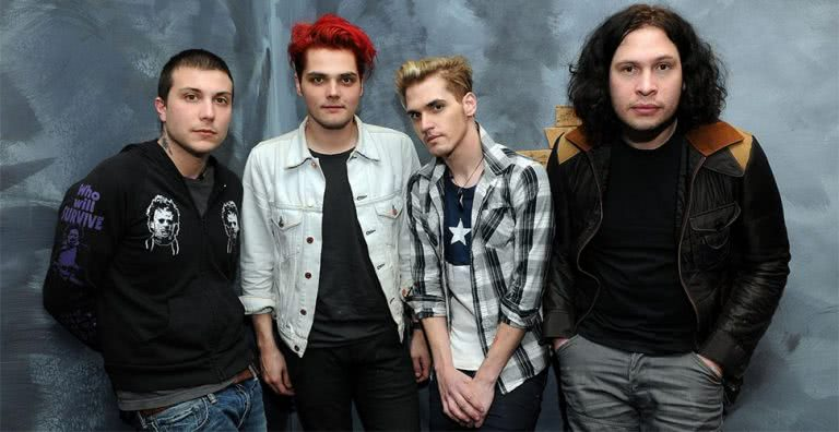 This+is+the+first+group+photo+My+Chemical+Romance+took+after+they+announced+their+reunion.+