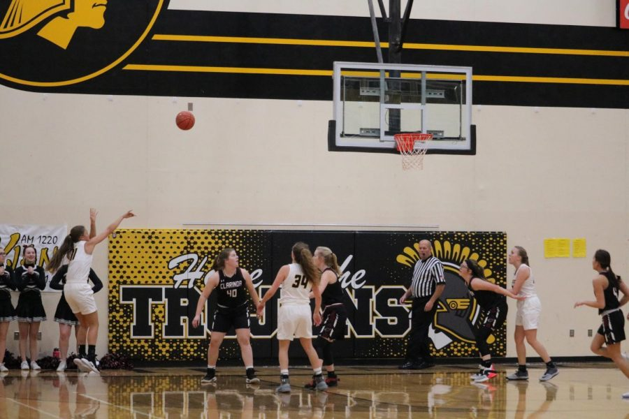 Junior+Taylor+McCreedy+hits+a+jumper.+She+averages+6.2+points+per+game.