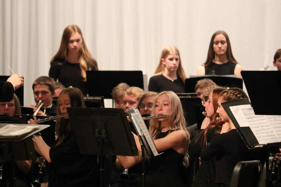 The+concert+band+performs+their+piece+early+in+the+winter.+Erin+Barrick%2C+Grace+Clay%2C+Evalyn+Perez%2C+and+Lex+Somers+are+all+involved+with+concert+band.