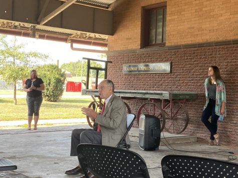 Senator Grassley spoke to several Cass County citizens on August 20. Answering questions, Grassley covered many things including tariffs and crop damage.