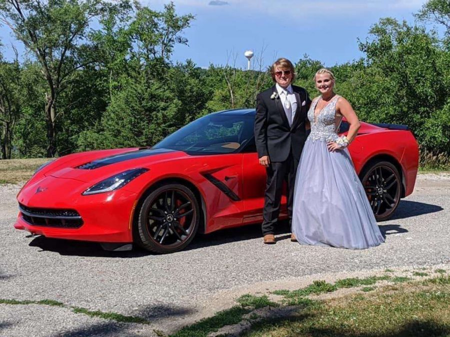 Drey+Newell+and+Sydney+Sanny+arrive+in+style+at+the+2020+Prom.+The+theme+for+the+event+was+The+Roaring+%2720s.